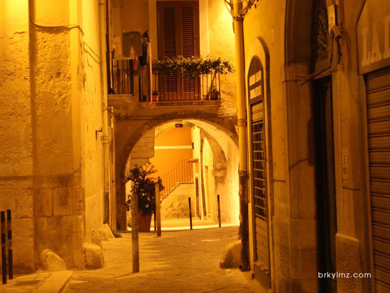 Bari (Italya)